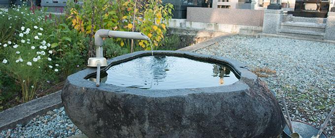 本覚寺墓苑水屋